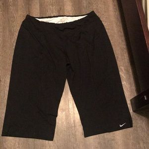 ❤️ Nike Dri Fit Black Capri Tights ❤️